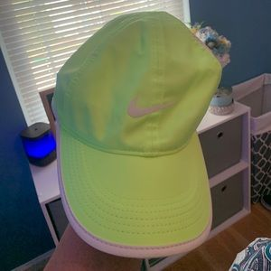 Nike Featherweight Hat